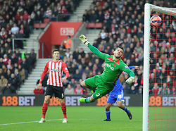Ipswich Town's Darren Ambrose ball gets past Southampton's Fraser Forster - Photo mandatory by-line: Paul Knight/JMP - Mobile: 07966 386802 - 04/01/2015 - SPORT - Football - Southampton - St Mary's Stadium - Southampton v Ipswich Town - FA Cup Third Round