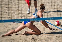 25-08-2019 NED: DELA NK Beach Volleyball, Scheveningen<br /> Last day NK Beachvolleyball / Pleun Ypma #2, ball out?, discuss, serve