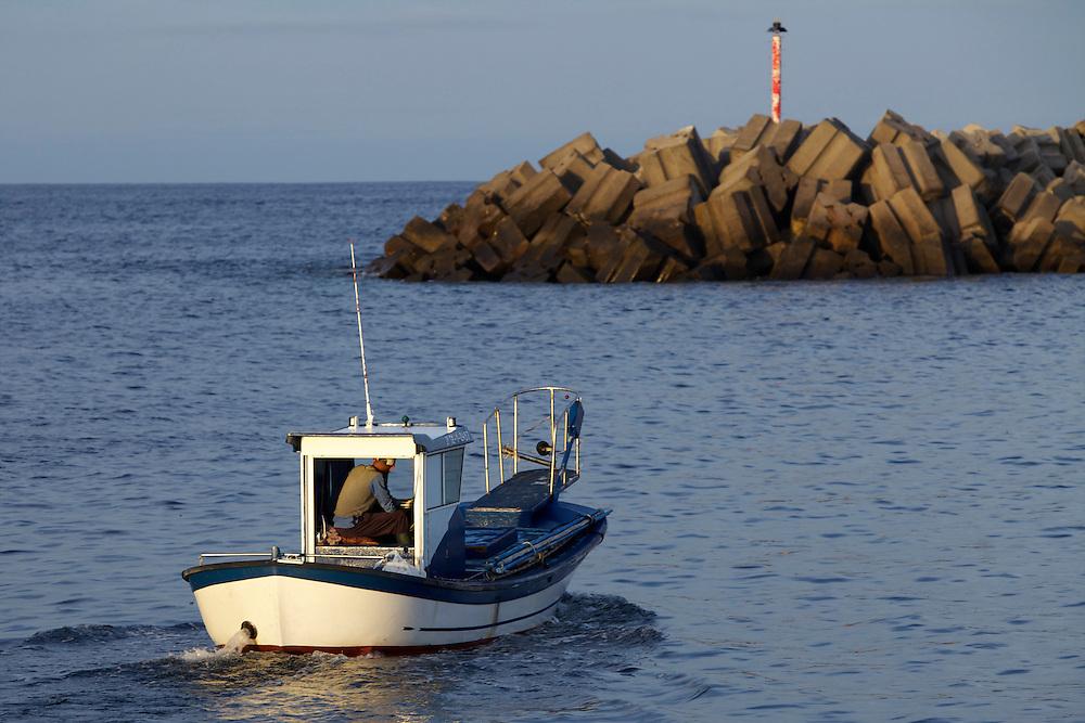 08/Abril/2014 Islas Canarias. El Hierro.<br /> Pescador saliendo de el puerto de La Restinga.<br /> <br /> © JOAN COSTA