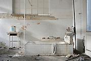 Ambienti interni dell'impianto industriale Acciaierie Scianatico, in stato di totale abbandono dagli anni ottanta. Bari, 29 dicembre 2013. Christian Mantuano / OneShot