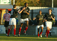 Fotball<br /> England 2004<br /> 13.11.2004<br /> Foto: SBI/Digitalsport<br /> NORWAY ONLY<br /> <br /> Hayes v Wrexham <br /> FA Cup Round One<br /> <br /> Darren Ferguson congratulates Dennis Lawrence on his goal for Wrexham