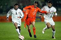 Fotball, EM kvalifisering, Nederland - Armenia , seizoen 2004-2005 ,  jong oranje - armenie , tilburg , 29-03-2005 .   daniel de ridder sluipt tussen ararat arakelyan en hratch vardazaryan door