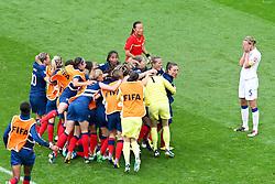 09.07.2011, FIFA Frauen-WM-Stadion Leverkusen, Leverkusen, GER, FIFA Women Worldcup 2011, Viertelfinale, England (ENG) vs. Frankreicht (FRA), im Bild:  Frankreicht jubelt ueber den sieg. Faye White (England) entaeuscht / entäuscht / traurig.. // during the FIFA Women´s Worldcup 2011, Quaterfinal, England vs France on 2011/07/09, FIFA Frauen-WM-Stadion Leverkusen, Leverkusen, Germany.   EXPA Pictures © 2011, PhotoCredit: EXPA/ nph/  Mueller *** Local Caption ***       ****** out of GER / CRO  / BEL ******