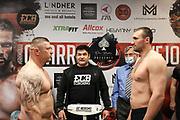 Boxen:  ECB Fightnight, Waage, Köln, 14.05.2021<br /> Jacek Piatek (POL, l.) und Victor Faust (UKR)<br /> © Torsten Helmke