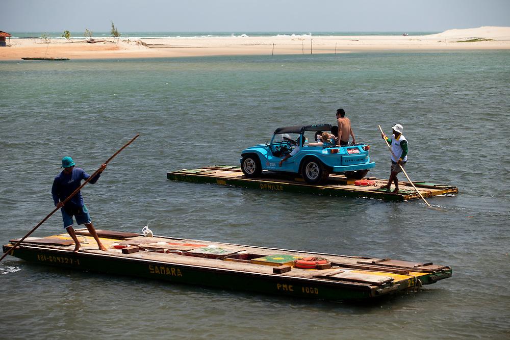 Extremoz_RN, Brasil...Travessia de balsa sobre o rio Ceara-Mirim em Extremoz, Rio Grande do Norte...The small ferry boat in the Ceara Mirim rive rin Extremoz, Rio Grande do Norte...Foto: LEO DRUMOND / NITRO