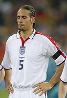 Fotball<br /> Privatlandskamp<br /> Spania v England<br /> 17. november 2004<br /> Foto: Digitalsport<br /> NORWAY ONLY<br /> England's Rio Ferdinand closes his eyes during the booed National Anthem