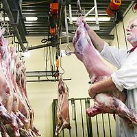 Nederland, Texel,16 mei 2007..Kwaliteitskeurmerk van Texels lamsvlees van Biologische slager Aad van Heerwaarden uit Oudeschild.Foto:Jean-Pierre Jans