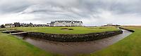 CARNOUSTIE Schotland - Panorama hole 18 met golfhotel en The Barry Burn river. Carnoustie Golf Links. COPYRIGHT KOEN SUYK