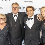 NLD/Amsterdam/20151028 - Premiere James Bondfilm Spectre, Jeroen Krabbe en partner Herma, zoon ..............