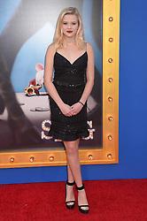 Ava Phillippe bei der Premiere von Sing in Los Angeles / 031216