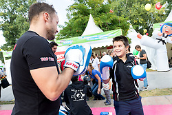 24.09.2016, Prater, Wien, AUT, Tag des Sports 2016, im Bild ein Kind beim Boxen Stand // during Tag des Sports at Prater in Vienna, Austria on 2016/09/24 EXPA Pictures © 2016 PhotoCredit: EXPA/ Sebastian Pucher
