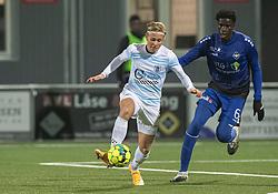 Carl Lange (FC Helsingør) og Noble Okello (HB Køge) under kampen i 1. Division mellem HB Køge og FC Helsingør den 4. december 2020 på Capelli Sport Stadion i Køge (Foto: Claus Birch).