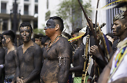 March 28, 2019 - SãO Paulo, Brazil - SÃO PAULO, SP - 28.03.2019: ÍNDIOS SEGUEM ACAMPADOS NA PREFEITURA - Indians dance and participate in ritual in the exterior area of the City Hall in the central region of São Paulo on the afternoon of this Thursday (28). Awaiting to be received by the Mayor, the protest for improvements in health already lasts two days. (Credit Image: © Bruno Rocha/Fotoarena via ZUMA Press)
