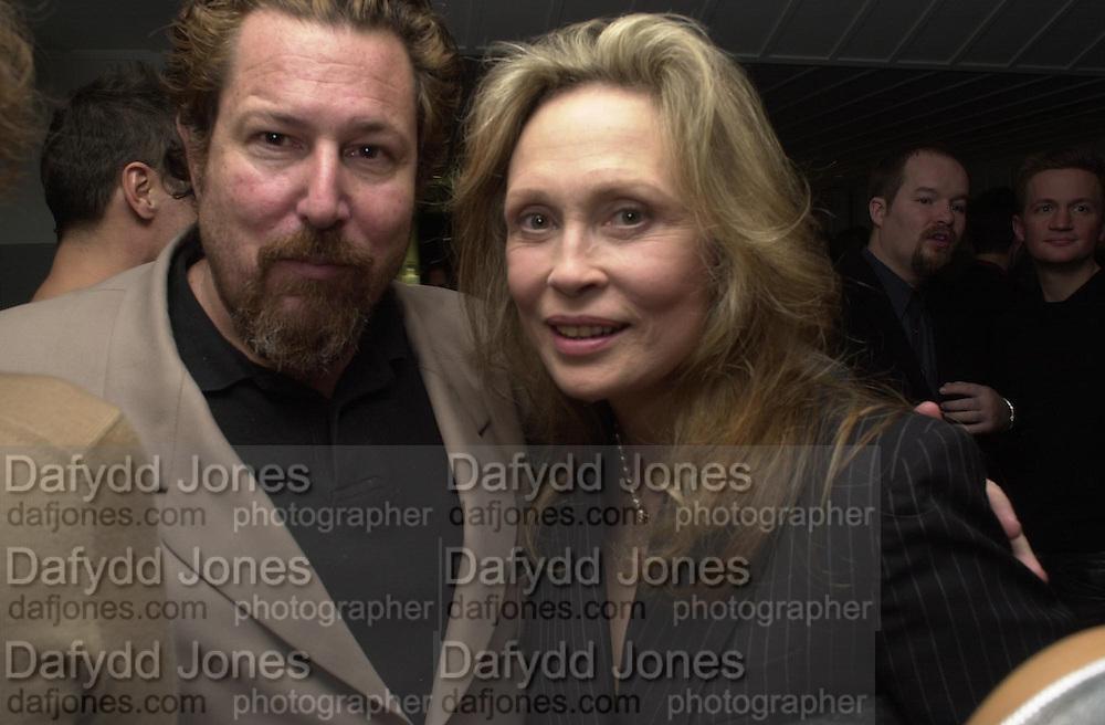 Julian Schnabel and Faye Dunaway. Talk pre-Golden Globes party. Mondrian Hotel. West Hollywood, California USA 20 January 2001. © Copyright Photograph by Dafydd Jones 66 Stockwell Park Rd. London SW9 0DA Tel 020 7733 0108 www.dafjones.com
