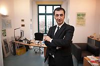 05 JAN 2012, BERLIN/GERMANY:<br /> Cem Oezdemir, B90/Gruene Bundesvorsitzender, in seinem Buero, Bundesgeschaeftsstelle Buendnis 90 / Die Gruenen<br /> IMAGE: 20120105-01-046<br /> KEYWORDS: Cem Özdemir, Büro