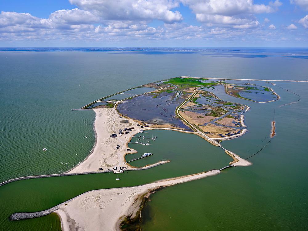 Nederland, Flevoland, Markermeer, 07-05-2021; Marker Wadden in het Markermeer. Havenkom. Doel van het project van Natuurmonumenten en Rijkswaterstaat is natuurherstel, met name verbetering van de ecologie in het gebied, in het bijzonder de kwaliteit van bodem en water. De Marker Wadden archipel bestaat momenteel uit vijf eilanden, twee nieuwe eilanden zijn in ontwikkeling.<br /> Marker Wadden, artifial islands. The aim of the project is to restore the ecology in the area, in particular the quality of soil and water.<br /> The Marker Wadden archipelago currently consists of five islands, two new islands are under development.<br /> luchtfoto (toeslag op standard tarieven);<br /> aerial photo (additional fee required)<br /> copyright © 2021 foto/photo Siebe Swart