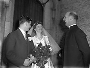 30/03/1957<br /> 03/30/1957<br /> 30 March 1957<br /> Wedding of Lee - Hill at Finglas Parish Church (Church of Ireland) and the Spa Hotel, Lucan, Dublin. Bride and groom chat with the minister after the ceremony.