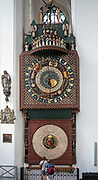 Gdańsk, (woj. pomorskie) 16.08.2014. Kościół Mariacki w Gdańsku - zegar astronomiczny.