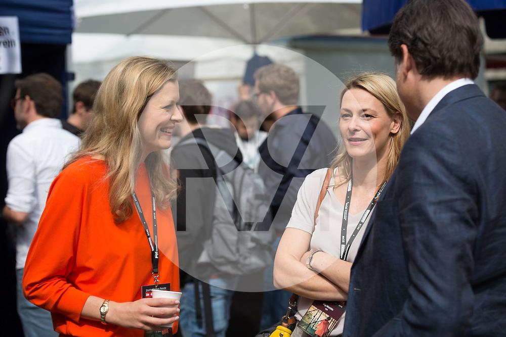 DEUTSCHLAND - HAMBURG - Impressionen der netzwerk recherche e.V. Jahreskonferenz 2016, hier Julia Stein (L) und Anja Reschke (R) - 08. Juli 2016 © Raphael Hünerfauth - http://huenerfauth.ch