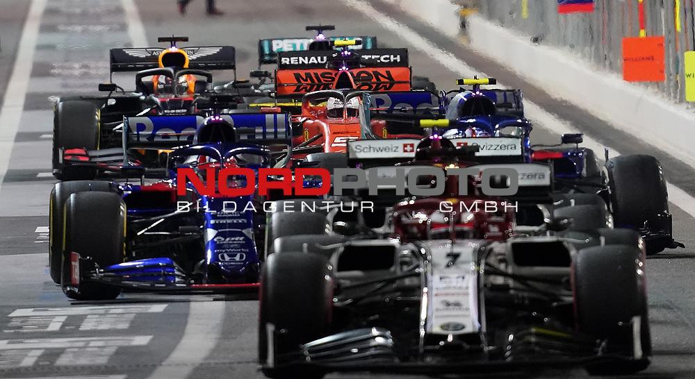 29.11.2019, Yas Marina Circuit, Abu Dhabi, FORMULA 1 ETIHAD AIRWAYS ABU DHABI GRAND PRIX 2019<br />, im Bild<br />Kimi Raikkonen (FIN#7), Alfa Romeo Racing, Antonio Giovinazzi (ITA#99), Alfa Romeo Racing, Daniil Kvyat (RUS#26), Red Bull Toro Rosso Honda, Pierre Gasly (FRA#10), Red Bull Toro Rosso Honda, Sebastian Vettel (GER#5), Scuderia Ferrari Mission Winnow, Max Verstappen (NEL#33), Aston Martin Red Bull Racing, Nico Hülkenberg (GER#27), Renault F1 Team, Lewis Hamilton (GB#44), Mercedes-AMG Petronas Motorsport<br /> <br /> Foto © nordphoto / Bratic