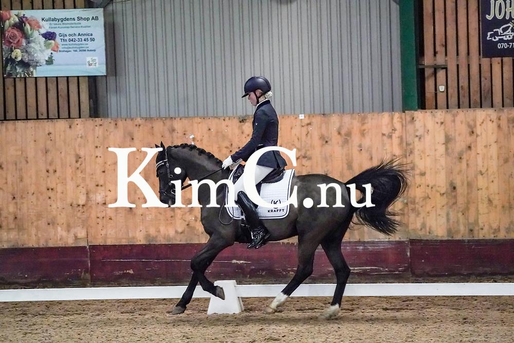 11:12<br /> Louise Edvardsson<br /> Ronneby Ryttarförening<br /> 34<br /> Hamiltons Magi<br /> Mare / ASRP / mbr / 2008 / Veronas Bo-Gi (NL) RP 134 x Bayron (SWB) 885 / Charlotte Hamilton / Carola Edvardsson Foto: KimC.nu by Kim C Lundin