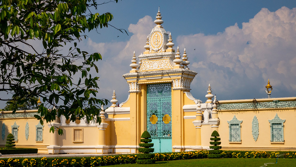 Royal Palace complex entrance, Phnom Penh, Cambodia<br /> The Royal Palace is a complex of buildings which serves as the royal residence of the king of Cambodia.