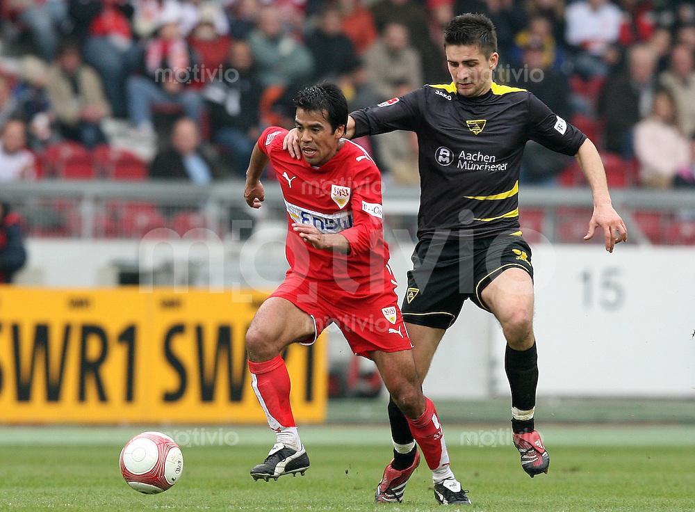 Fussball Bundesliga 27. Bundesliga  VfB Stuttgart 3-1 Alemannia Aachen Pavel Pardo (VfB,li) wird von Vedad Ibisevic (A) festgehalten