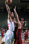 DESCRIZIONE : Treviso Lega A 2011-12 Umana Reyer Venezia EA7 Emporio Armani Milano Quarti di Finale Play off gara 3<br /> GIOCATORE : malik hairston<br /> CATEGORIA : Schiacciata<br /> SQUADRA : Umana Reyer Venezia EA7 Emporio Armani Milano <br /> EVENTO : Campionato Lega A 2011-2012 Quarti di Finale Play off gara 3 <br /> GARA : Umana Reyer Venezia EA7 Emporio Armani Milano<br /> DATA : 22/05/2012<br /> SPORT : Pallacanestro <br /> AUTORE : Agenzia Ciamillo-Castoria/G.Contessa<br /> Galleria : Lega Basket A 2011-2012  <br /> Fotonotizia : Treviso Lega A 2011-12 Umana Reyer Venezia EA7 Emporio Armani Milano Quarti di Finale Play off gara 3<br /> Predefinita :