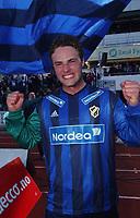 Jubel. Eirik Markegård, Stabæk, ble matchvinner mot Brann med sitt første mål noen sinne i Tippeligaen. Tippeligaen 2004. Stabæk - Brann 2-1. 20. mai 2004. (Foto: Peter Tubaas/Digitalsport).