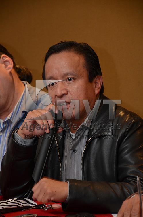 Toluca, México (Ocubre 17, 2016).- Joel Cruz Canseco, representante del PT ante el IEEM,  durante conferencia de prensa, donde hizo un llamado al PRI y GEM para dejar de utilizar programas sociales de manera electoral. Agencia MVT / Arturo Hernández.