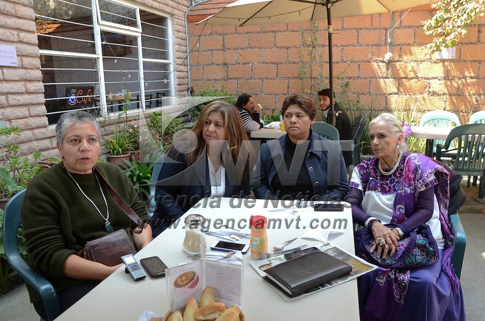 Toluca, Méx.- Irma Obrador, coordinadora de grupo feminista, en conferencia de prensa anuncio los pormenores del décimo encuentro nacional feminista, que se celebrara del 16 al 18 de octubre en Toluca y que iniciara con una marcha de más de 1500 mujeres por calles del centro de la ciudad. Agencia MVT / José Hernández