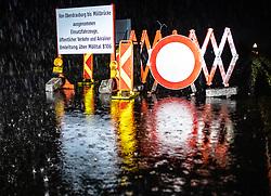THEMENBILD - Strassensperre der B100 bei Nikolsdorf in der Unwetternacht von Montag 29. Oktober auf Dienstag 30. Oktober. Montag, 29. Oktober 2018 Tirol, Österreich // Roadblock of the B100 at Nikolsdorf in the thunderstorm night from Monday 29. October to Tuesday 30. October. Monday, October 29, 2018 in Nikolsdorf, Austria. EXPA Pictures © 2018, PhotoCredit: EXPA/ Johann Groder