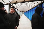 Uno dei corridoi d'accesso dello stabilimento barese della Bridgestone Spa, azienda giapponese produttrice mondiale di pneumatici a rischio chiusura. I dipendenti dell'impianto, circa 950, potrebbero perdere il posto di lavoro a causa della grave crisi del mercato europeo. Bari, 18 marzo 2013. Christian Mantuano /  Oneshot