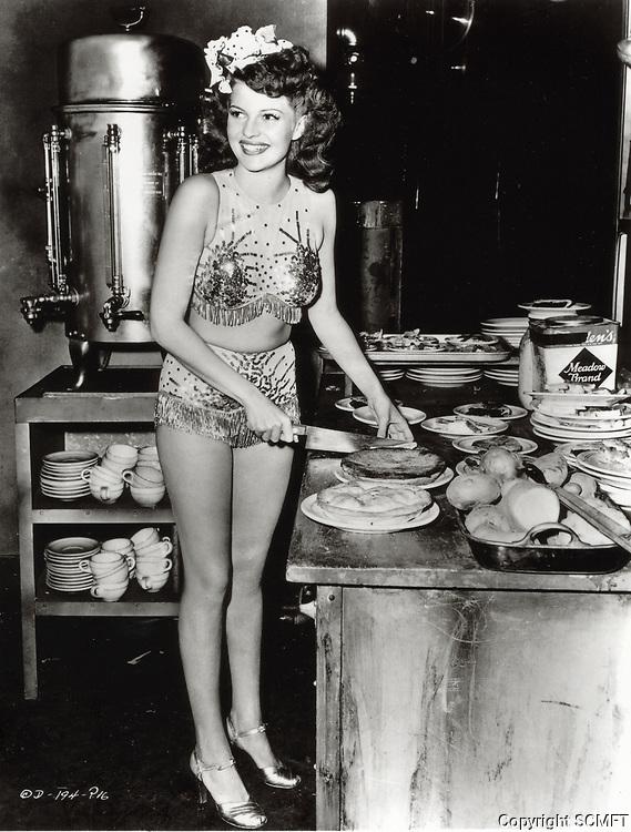 1943 Rita Hayworth cuts pies at the Hollywood Canteen