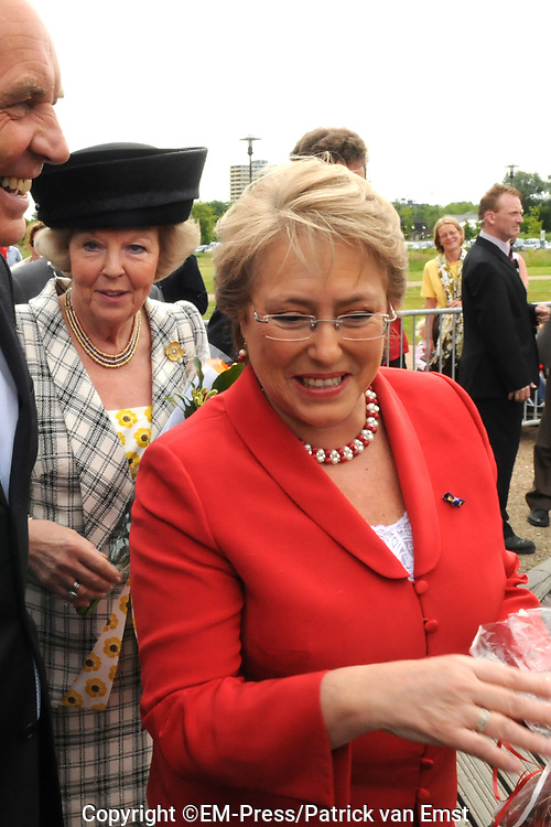 State Visit of the presidentof Chili , Michelle Bachelet to the Netherlands.<br /> <br /> On the photo Presedent of Chili, Michelle Bachelet, Queen Beatrix  arrive at the Universaty in Wageningen.