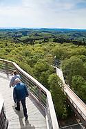 Europa, Deutschland, Nordrhein-Westfalen, Bergisches Land, Waldbroel, Baumwipfelpfad im Naturerlebnispark Panarbora, Blick vom 40 Meter hohen Aussichtsturm. - <br /> <br /> Europe, Germany, North Rhine-Westphalia, Bergisches Land region, Waldbroel, canopy walk at the nature park Panarbora, view from the 40 meter high look-out.