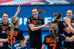 Larissa Nusser of Netherlands, Inger Smits of Netherlands, Danick Snelder of Netherlands, Nikita Van Der Vliet of Netherlands, Merel Freriks of Netherlands celebrate after the Women's EHF Euro 2020 match between Netherlands and Hungry at Sydbank Arena on december 08, 2020 in Kolding, Denmark (Photo by RHF Agency/Ronald Hoogendoorn)