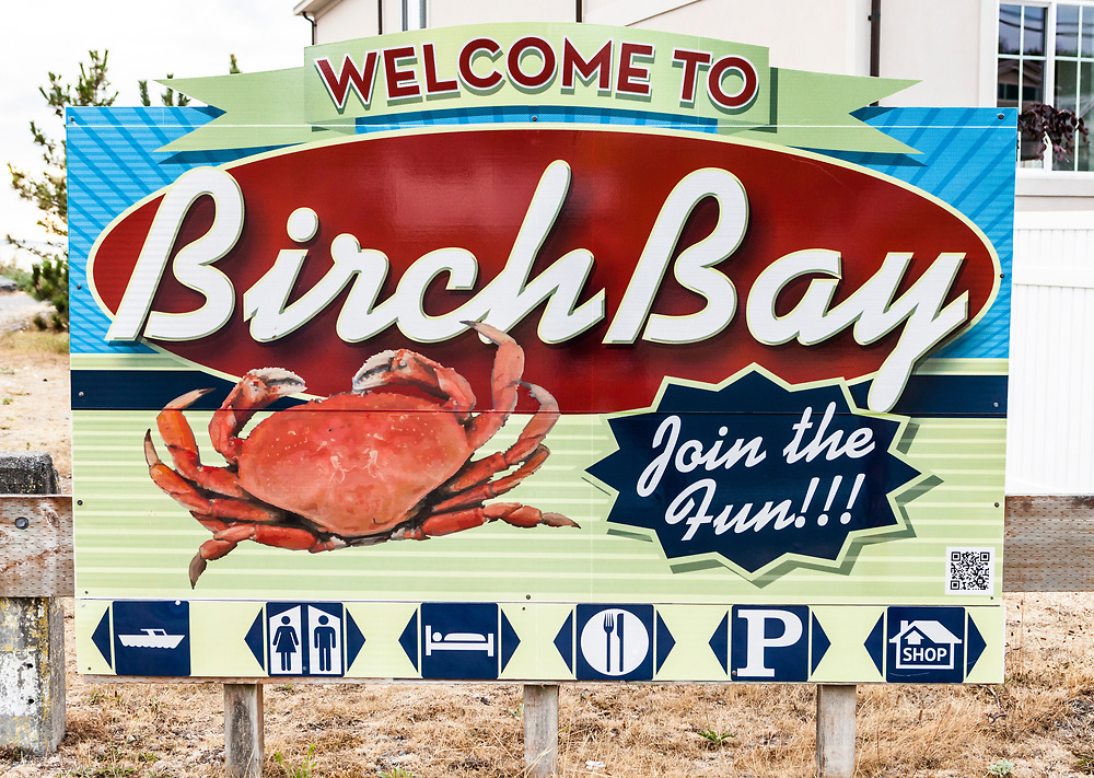 A small billboard type sign in Birch Bay, Washington welcoming visitors.