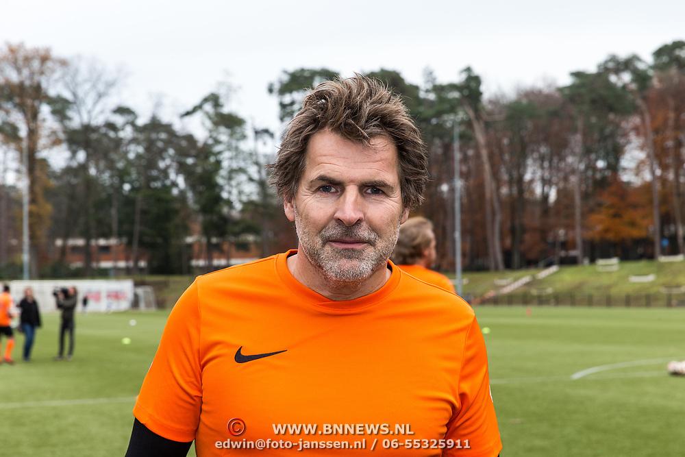 NLD/Zeist/20191123 - persconferentie Nationaal Artiesten Elftal van de KNVB, Toine van Peperstraten