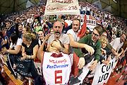 DESCRIZIONE : Campionato 2014/15 Giorgio Tesi Group Pistoia - Acqua Vitasnella Cantù<br /> GIOCATORE : C.J. Williams tifosi<br /> CATEGORIA : esultanza tifosi<br /> SQUADRA : Giorgio Tesi Group Pistoia<br /> EVENTO : LegaBasket Serie A Beko 2014/2015<br /> GARA : Giorgio Tesi Group Pistoia - Acqua Vitasnella Cantù<br /> DATA : 30/03/2015<br /> SPORT : Pallacanestro <br /> AUTORE : Agenzia Ciamillo-Castoria/GiulioCiamillo<br /> Galleria : LegaBasket Serie A Beko 2014/2015<br /> Fotonotizia : Campionato 2014/15 Giorgio Tesi Group Pistoia - Acqua Vitasnella Cantù<br /> Predefinita :