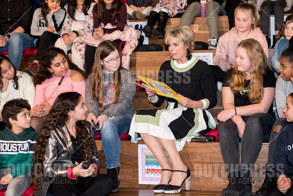 Prinses Laurentien aanwezig bij viering 100 jaar OBA - Openbare Bibliotheek Amsterdam