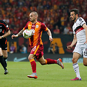 Galatasaray's Wesley Sneijder (L) and Besiktas's Oguzhan Ozyakup (R) during their Turkish Super League derby match Galatasaray between Besiktas at the AliSamiYen Spor Kompleksi TT Arena at Seyrantepe in Istanbul Turkey on Sunday, 24 May 2015. Photo by Aykut AKICI/TURKPIX