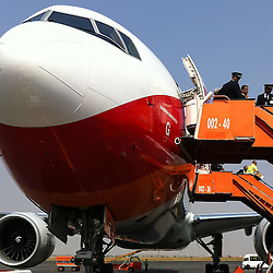 TAAG - o novo avião Boeing 777-300ER chamado Sagrada Esperança no aeroporto 4 de Fevereiro em Luanda. Angola