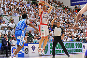 DESCRIZIONE : Campionato 2014/15 Serie A Beko Dinamo Banco di Sardegna Sassari - Grissin Bon Reggio Emilia Finale Playoff Gara6<br /> GIOCATORE : Rimantas Kaukenas<br /> CATEGORIA : Tiro Tre Punti Three Point<br /> SQUADRA : Grissin Bon Reggio Emilia<br /> EVENTO : LegaBasket Serie A Beko 2014/2015<br /> GARA : Dinamo Banco di Sardegna Sassari - Grissin Bon Reggio Emilia Finale Playoff Gara6<br /> DATA : 24/06/2015<br /> SPORT : Pallacanestro <br /> AUTORE : Agenzia Ciamillo-Castoria/C.Atzori