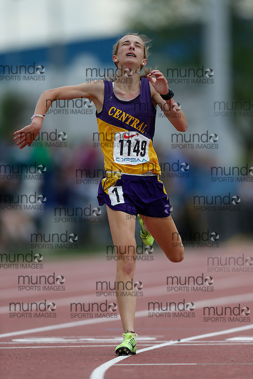 Charlotte Prouse of London Central SS - London competes in the junior girls 3000m at the 2013 OFSAA Track and Field Championship in Oshawa Ontario, Saturday,  June 8, 2013.<br /> Mundo Sport Images/ Geoff Robins