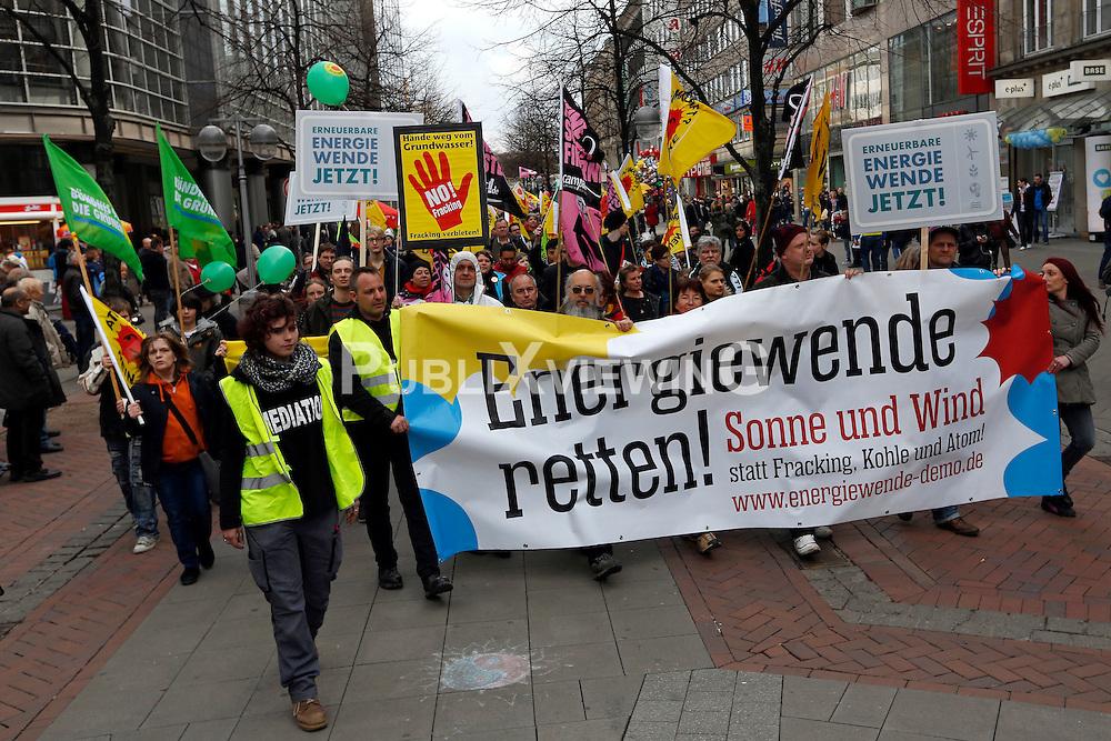 Rund 8000 Menschen haben am 22. März 2014 in Hannover gegen das drohende Scheitern der Energiewende und für ein Ende von Atom- und Kohlekraft demonstriert. In sechs weiteren Landeshauptstädten gingen insgesamt weitere 25 000 Menschen auf die Straßen.