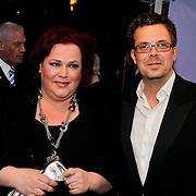 NLD/Amsterdam/20100412 - Premiere film de Gelukkige Huisvrouw, Dennis Overeem en partner