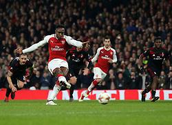 Danny Welbeck of Arsenal scores a goal to make it 1-1 - Mandatory by-line: Robbie Stephenson/JMP - 15/03/2018 - FOOTBALL - Emirates Stadium - London, England - Arsenal v AC Milan - UEFA Europa League Round of 16, Second leg