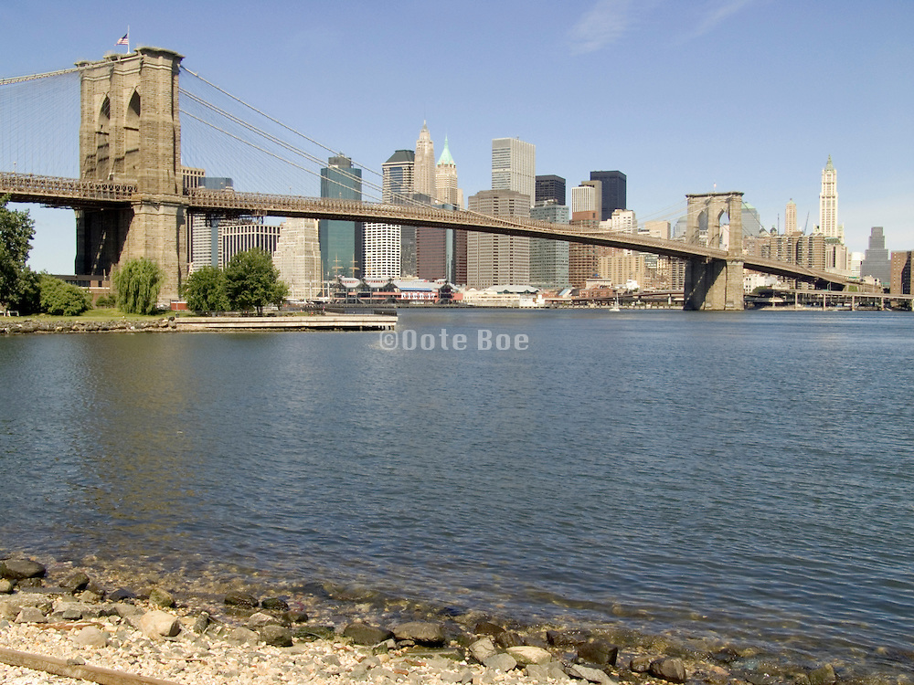 Panoramic view of the Brooklyn Bridge and downtown Manhattan