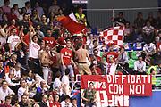 DESCRIZIONE : Milano Lega A 2008-09 Playoff Quarti di finale Gara 2 Armani Jeans Milano Bancatercas Teramo<br /> GIOCATORE : Supporters Tifosi<br /> SQUADRA : Bancatercas Teramo<br /> EVENTO : Campionato Lega A 2008-2009 <br /> GARA : Armani Jeans Milano Bancatercas Teramo<br /> DATA : 20/05/2009<br /> CATEGORIA : Tifosi curva<br /> SPORT : Pallacanestro <br /> AUTORE : Agenzia Ciamillo-Castoria/C.De Massis
